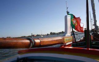 passeio barco rio tejo lisboa por-do-sol caminhando-1