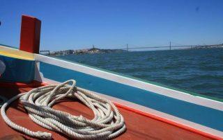 passeio barco rio tejo lisboa por-do-sol caminhando-6