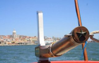 passeio barco rio tejo lisboa por-do-sol caminhando-8