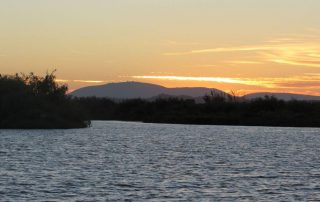 passeio barco por do sol escaroupim valada caminhando 15
