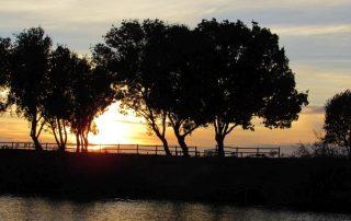passeio barco por do sol escaroupim valada caminhando 2