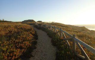 caminhada por do sol azenhas do mar caminhando-3