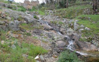 caminhada cascatas penedo furado vila de rei caminhando-10
