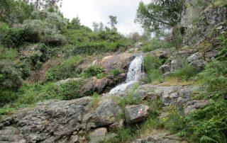 caminhada cascatas penedo furado vila de rei caminhando-12