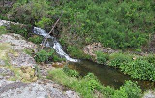 caminhada cascatas penedo furado vila de rei caminhando-33