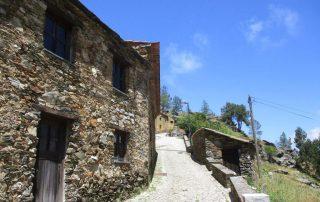 caminhada aldeias xisto aldeia da pena penedos de gois caminhando
